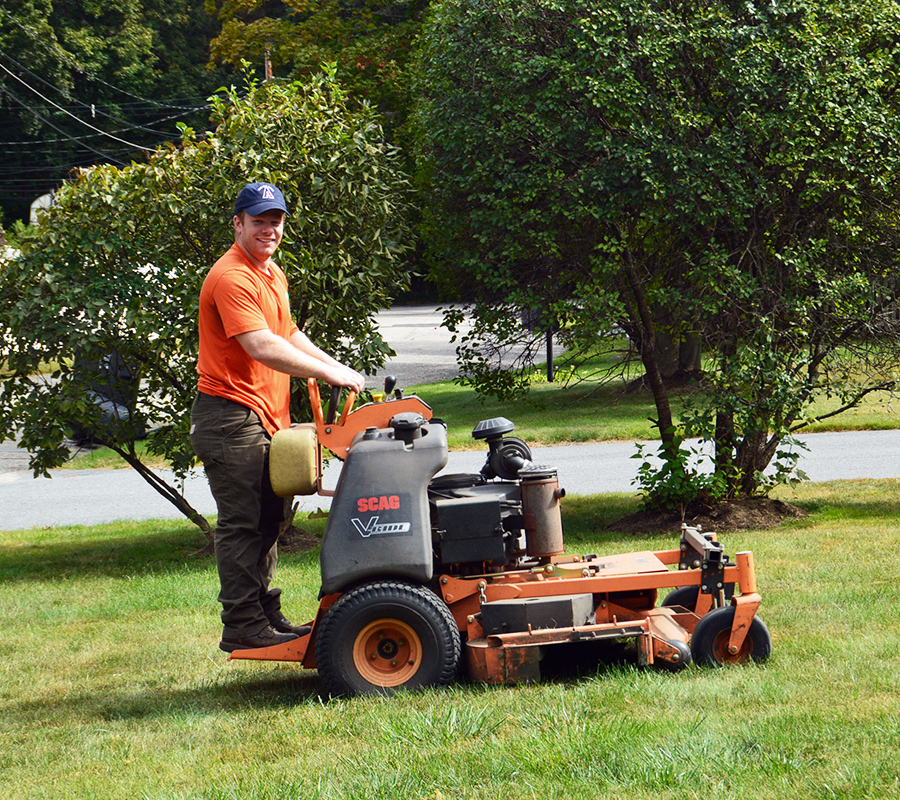 bardownlandscaping-mowing